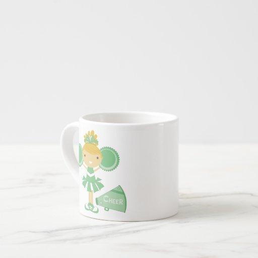 Animadora en verde taza espresso