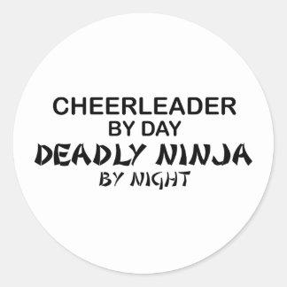 Animadora Ninja mortal por noche Etiqueta Redonda