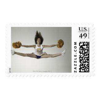 Animadora que hace fracturas en mediados de aire timbre postal