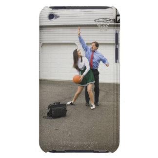 Animadora que juega a baloncesto con su padre Case-Mate iPod touch coberturas