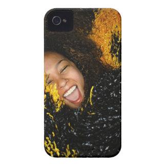 Animadora que ríe, rodeado por los pompoms, carcasa para iPhone 4 de Case-Mate