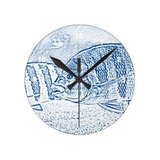 animal azul y blanco de los pescados de cichlid reloj redondo mediano