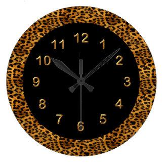 Animal del estampado leopardo del negro del reloj