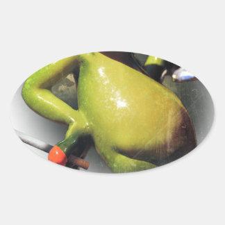 Animal divertido del humo de la rana del encanto pegatina ovalada