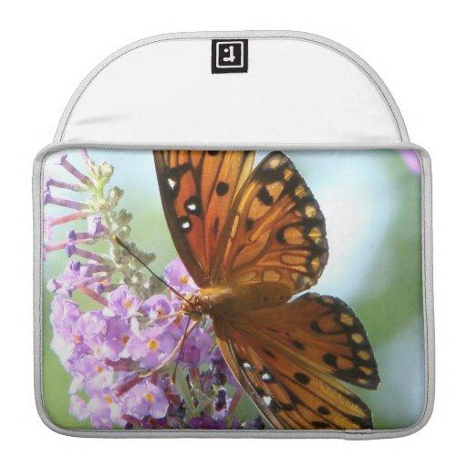 Animal floral de la fauna de la flor de mariposa funda para macbooks