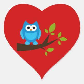 Animal lindo azul del dibujo animado del árbol de pegatina en forma de corazón