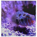 Animal púrpura de los pescados servilleta imprimida