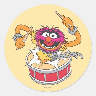 Animal que se estrella a través de los tambores pegatina redonda
