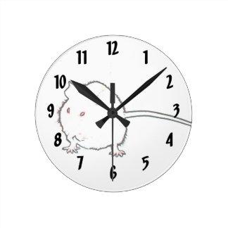 animal que se lava del esquema borroso del ratón reloj redondo mediano