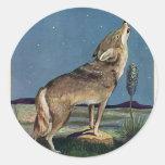 Animal salvaje del vintage, lobo que grita en la etiqueta redonda