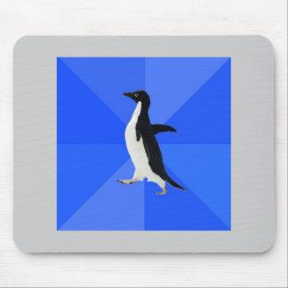 Animal social torpe Meme del consejo del pingüino Mouse Pads