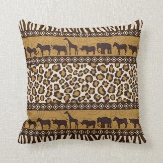 Animales africanos e impresión envuelta del cojín decorativo