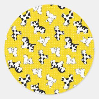 Animales amarillos del bebé del lunar pegatina redonda