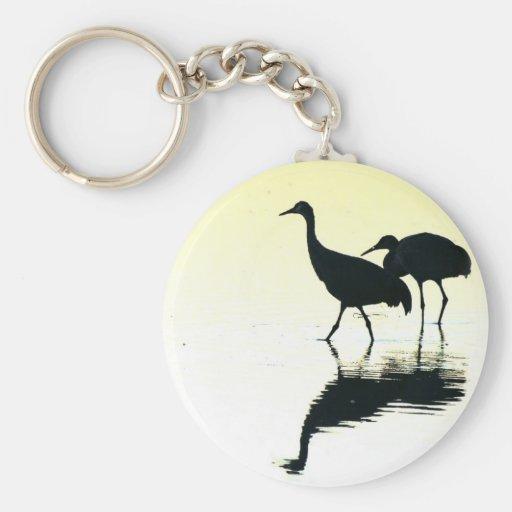 Animales de la fauna de los pájaros de la grúa de llavero redondo tipo pin
