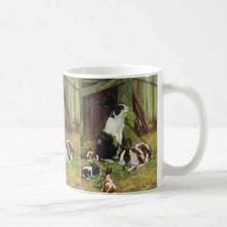 Animales del campo del vintage conejos que juegan tazas de café