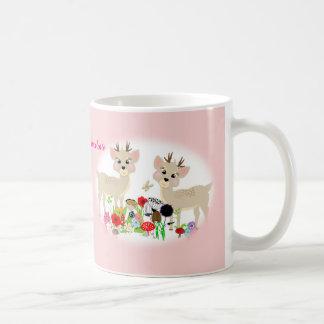 Animales dulces y flores del arbolado taza clásica