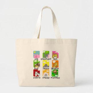 Animales en las camisetas y los regalos del desfil bolsas