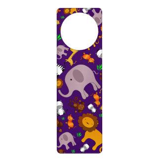 Animales púrpuras del safari de selva colgador para puerta