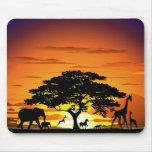Animales salvajes en la puesta del sol Mousepad de