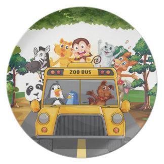 Animales y autobús platos de comidas