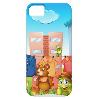 Animals doing laundry outside iPhone SE/5/5s case