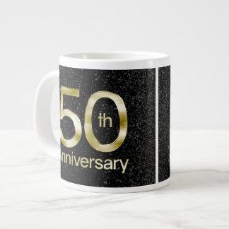 Aniversario atractivo del oro 50.o taza jumbo
