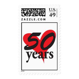 aniversario de 50 años con el corazón sellos
