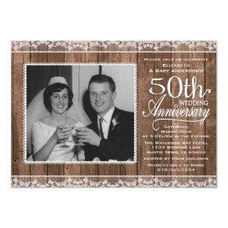 """Aniversario de boda blanco rústico del cordón y de invitación 5"""" x 7"""""""