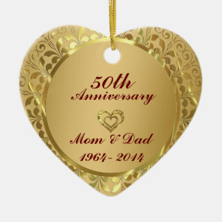 Aniversario de boda chispeante del oro 50.o adorno navideño de cerámica en forma de corazón