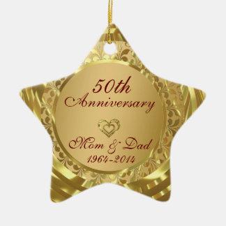 Aniversario de boda chispeante del oro 50.o adorno navideño de cerámica en forma de estrella