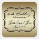 Aniversario de boda del oro 50.o calcomanía cuadrada personalizada