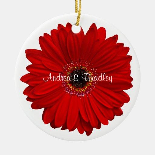 Aniversario de boda personalizado margarita roja adorno navideño redondo de cerámica