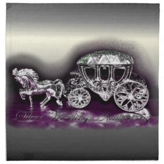 Aniversario de bodas de plata con un coche de plat servilletas de papel