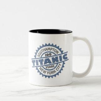 Aniversario de hundimiento titánico de 100 años taza de dos tonos