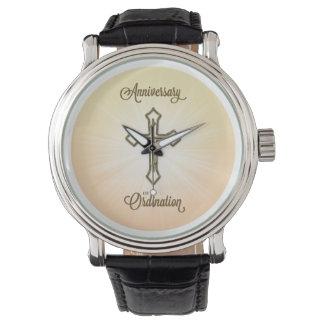 Aniversario de la ordenación, cruz en Starburst Relojes De Pulsera