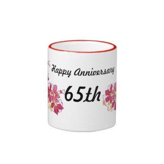 Aniversario feliz 65.o taza de dos colores