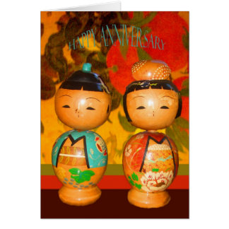 Aniversario feliz, dos muñecas japonesas tarjeta de felicitación