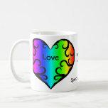 Aniversario lindo del corazón del arco iris del taza clásica