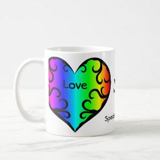 Aniversario lindo del corazón del arco iris del taza de café