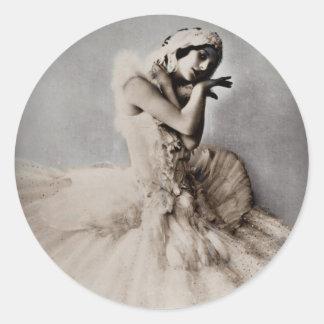 Anna Pavlova Posed en Pointe Classic Round Sticker