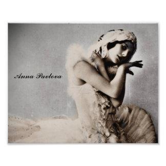 Anna Pavlova Posed en Pointe Photographic Print