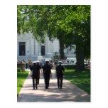Annapolis - marineros que caminan a través de camp tarjeta postal