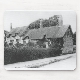 Anne Hathaway's cottage Mousepads