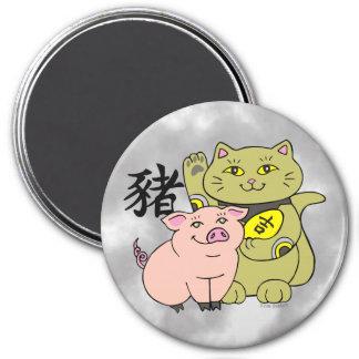 Año afortunado del gato de Maneki Neko del cerdo Imán Redondo 7 Cm