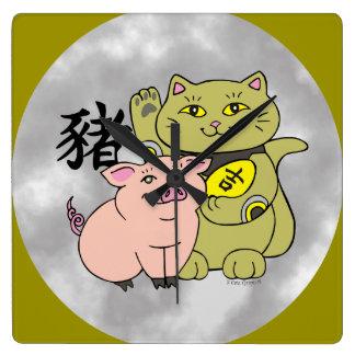 Año afortunado del gato del cerdo reloj cuadrado