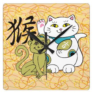 Año afortunado del gato del mono reloj cuadrado