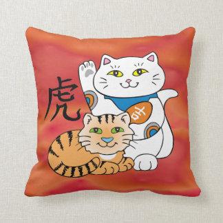 Año afortunado del gato del tigre almohadas
