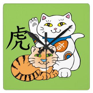 Año afortunado del gato del tigre reloj cuadrado