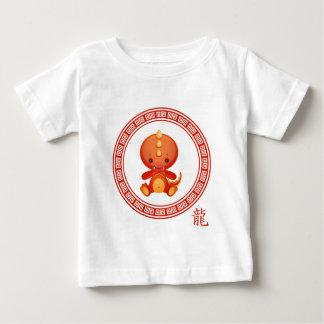 Año chino adornado del dragón camisas