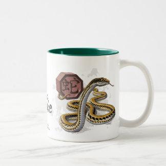Año chino del zodiaco del arte de la serpiente taza de dos tonos
